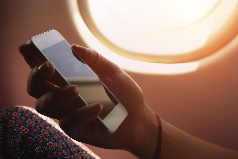 Что будет если в самолете не выключить телефон